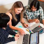 Как научиться нравится людям: 3 способа быстро наладить общение
