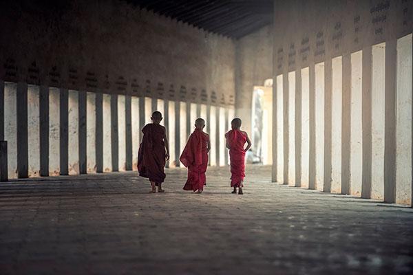 Действовать согласно буддийским принципам