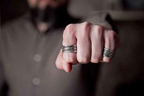 Серебряное кольцо мужское: стильный аксессуар на каждый день