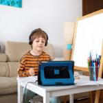 5 причин, почему ребенку полезно смотреть мультфильмы на английском