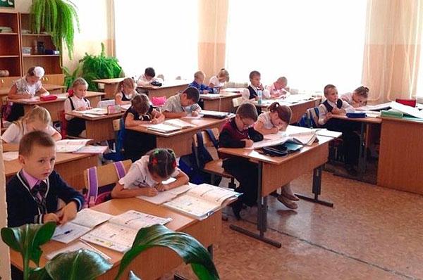pochemu-roditelyam-v-shkole-prihoditsya-platit