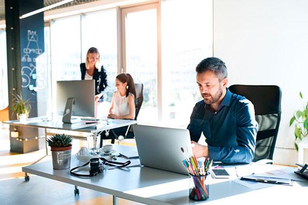 Как устроиться на работу в крупную компанию